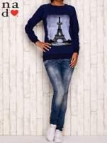 Granatowa bluza z motywem Wieży Eiffla                                  zdj.                                  2