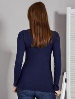 Granatowa bluzka damska ze sznurowanym dekoltem                                   zdj.                                  2