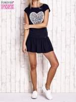 Granatowa dresowa sukienka tenisowa z aplikacją serca                                  zdj.                                  4