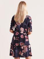 Granatowa kwiatowa sukienka z falbaną                                  zdj.                                  2