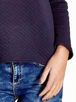 Granatowa pikowana bluza w stylu glamour ze złotym nadrukiem i lamówką                                                                          zdj.                                                                         6