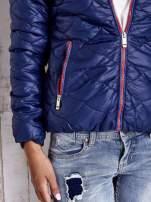 Granatowa pikowana kurtka z futrzanym ociepleniem                                                                           zdj.                                                                         6