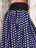 Granatowa spódnica maxi w grochy z ozdobnym pasem                                  zdj.                                  5