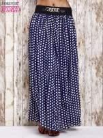 Granatowa spódnica maxi w grochy z ozdobnym pasem                                  zdj.                                  1
