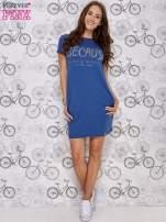 Granatowa sukienka dresowa z napisem BECAUSE                                                                          zdj.                                                                         2