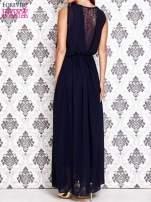 Granatowa sukienka maxi z łańcuchem przy dekolcie                                  zdj.                                  4