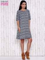Granatowa sukienka oversize z graficznym nadrukiem                                  zdj.                                  2