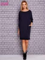 Granatowa sukienka oversize ze ściągaczem                                  zdj.                                  2