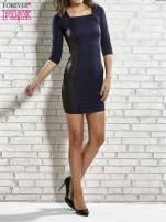 Granatowa sukienka tuba ze skórzanymi modułami                                  zdj.                                  2