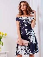 Granatowa sukienka w kontrastowe kwiaty                                  zdj.                                  4