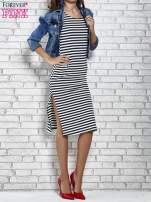 Granatowa sukienka w paski z rozcięciami                                   zdj.                                  3