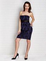 Granatowa sukienka wieczorowa z koronką i wiązaniem                                  zdj.                                  3