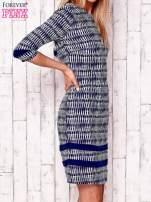 Granatowa sukienka z motywem graficznym i materiałowymi wstawkami                                                                          zdj.                                                                         3