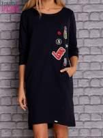 Granatowa sukienka z naszywkami                                  zdj.                                  1