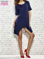 Granatowa sukienka z wydłużanymi bokami                                  zdj.                                  7