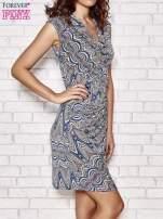 Granatowa wzorzysta sukienka z drapowaniem                                  zdj.                                  3
