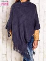 Granatowe dzianinowe poncho z frędzlami                                  zdj.                                  4