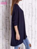 Granatowy długi sweter oversize z nietoperzowymi rękawami                                  zdj.                                  3