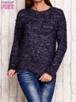 Granatowy melanżowy sweter z dłuższym włosem