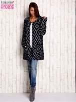 Granatowy sweter z geometrycznymi motywami                                  zdj.                                  2