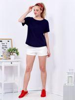 Granatowy t-shirt basic z podwijanymi rękawami                                  zdj.                                  4