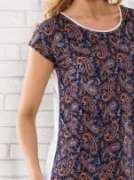 Granatowy t-shirt w motyw paisley                                                                          zdj.                                                                         4