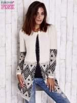 Jasnobeżowy sweter z geometrycznym wzorem i suwakami                                                                          zdj.                                                                         6