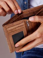 Jasnobrązowy portfel męski z tłoczonym napisem                                  zdj.                                  2