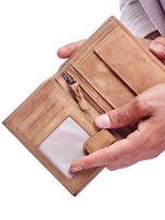Jasnobrązowy portfel skórzany dla mężczyzny z naszywką                                  zdj.                                  2