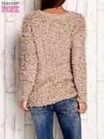 Jasnobrązowy włochaty sweter                                  zdj.                                  4