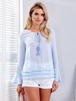 Jasnoniebieska bluzka z wiązaniem i perełkami                                   zdj.                                  1
