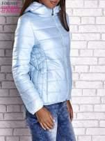 Jasnoniebieska przejściowa kurtka z kapturem i kieszeniami                                  zdj.                                  4