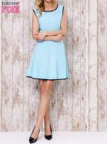 Jasnoniebieska sukienka skater z satynową lamówką                                  zdj.                                  2