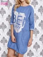 Jasnoniebieska sukienka z napisem BE HAPPY                                  zdj.                                  1