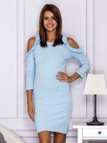 Jasnoniebieska sukienka z wycięciami na ramionach                                  zdj.                                  1