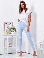 Jasnoniebieskie dopasowane spodnie high waist                                  zdj.                                  4