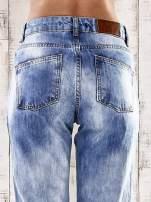 Jasnoniebieskie spodnie boyfriend jeans z dziurami                                  zdj.                                  6
