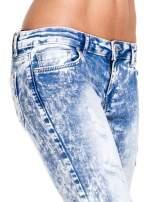 Jasnoniebieskie spodnie jeansowe dzwony typu marmurki                                  zdj.                                  6
