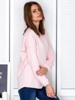 Jasnoróżowa bluza z listwą z perełek                                  zdj.                                  5