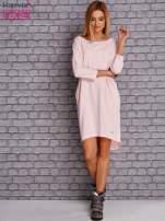 Jasnoróżowa gładka sukienka oversize                                  zdj.                                  2