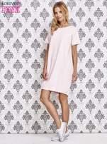 Jasnoróżowa sukienka dresowa ze ściągaczem na dole                                                                          zdj.                                                                         2