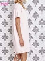 Jasnoróżowa sukienka dresowa ze ściągaczem na dole                                  zdj.                                  3