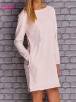 Jasnoróżowa sukienka oversize z kieszeniami                                  zdj.                                  3