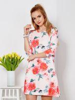 Jasnoróżowa sukienka w malarskie kwiatowe desenie                                  zdj.                                  1