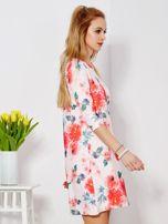 Jasnoróżowa sukienka w malarskie kwiatowe desenie                                  zdj.                                  5