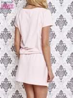 Jasnoróżowa sukienka z kieszonkami                                  zdj.                                  4