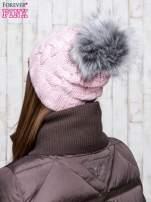 Jasnoróżowa wełniana czapka z pomponem