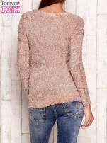 Jasnoróżowy sweter fluffy z cekinami                                  zdj.                                  4