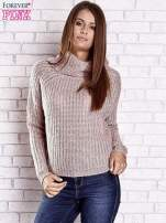 Jasnoróżowy sweter oversize z luźnym golfem                                  zdj.                                  4
