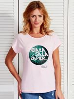 Jasnoróżowy t-shirt damski CAŁA SALA by Markus P                                  zdj.                                  1